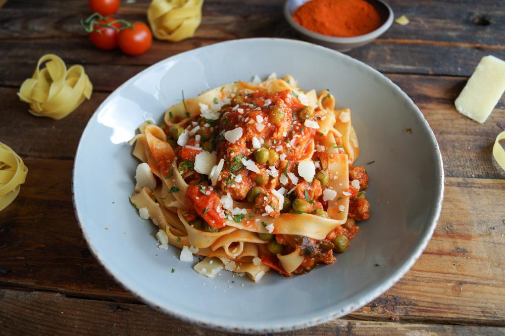 Tagliatelle alla Salsiccia in einer Tomaten-Mascarpone-Sauce