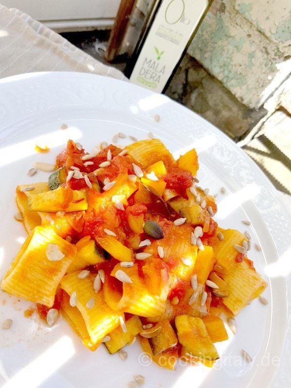 Calamarata al verdure, zafferano e semi misti