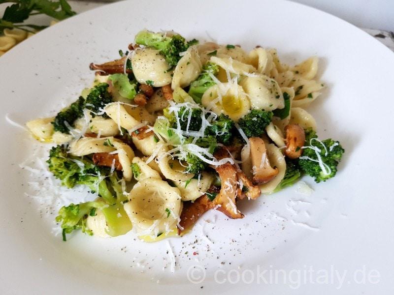 Brokkoli e funghi - Pilze und Brokkoli