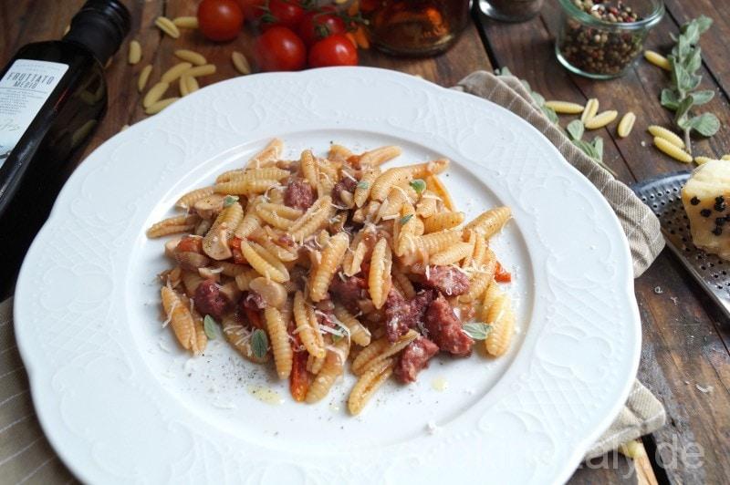 Malloreddus mit Salsiccia und Pilzen