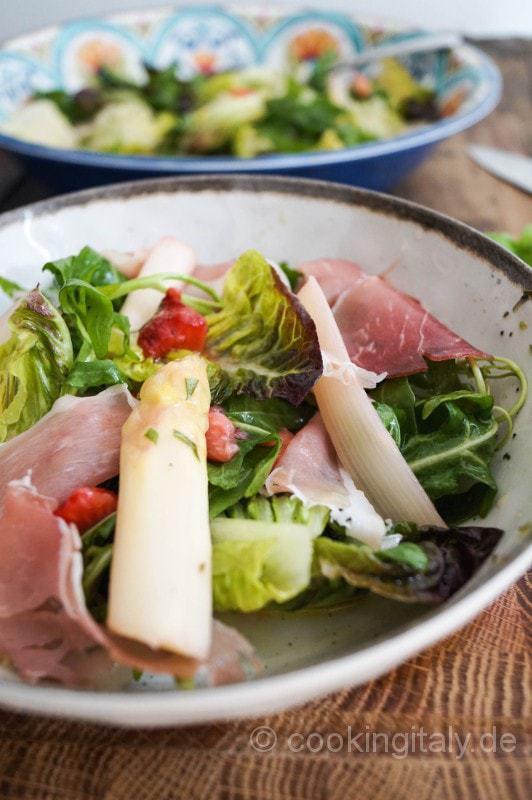 Erdbeer Spargel Salat mit Rucola