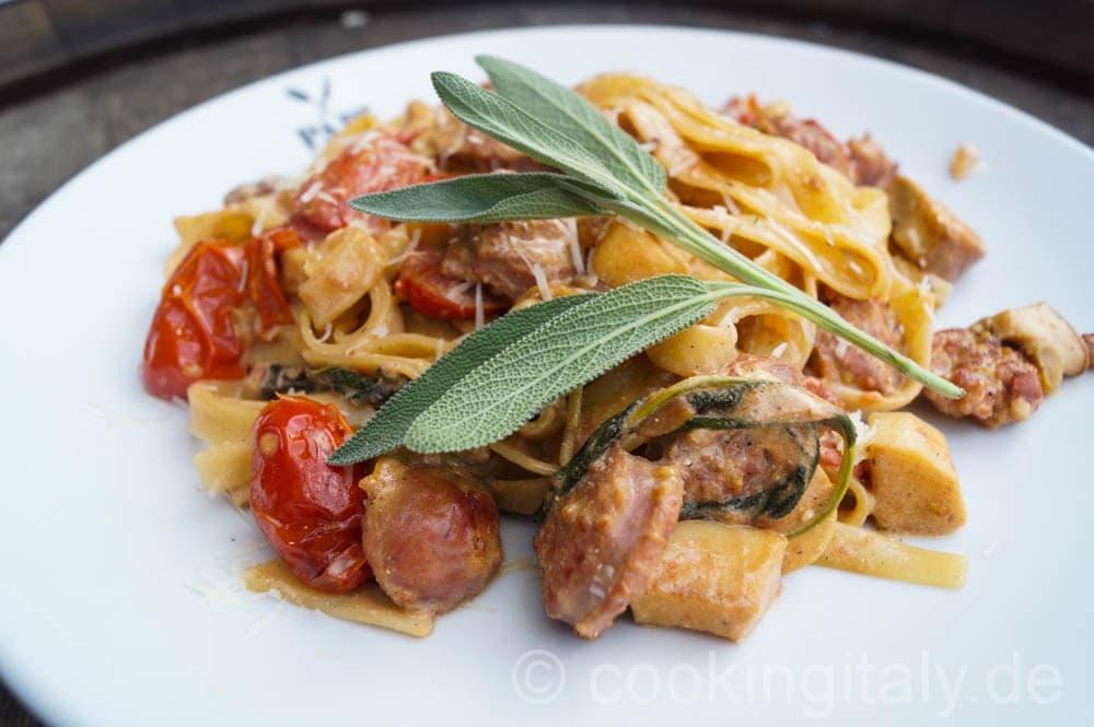 Tagliatelle mit Salsiccia in Steinpilz-Ricotta-Sauce