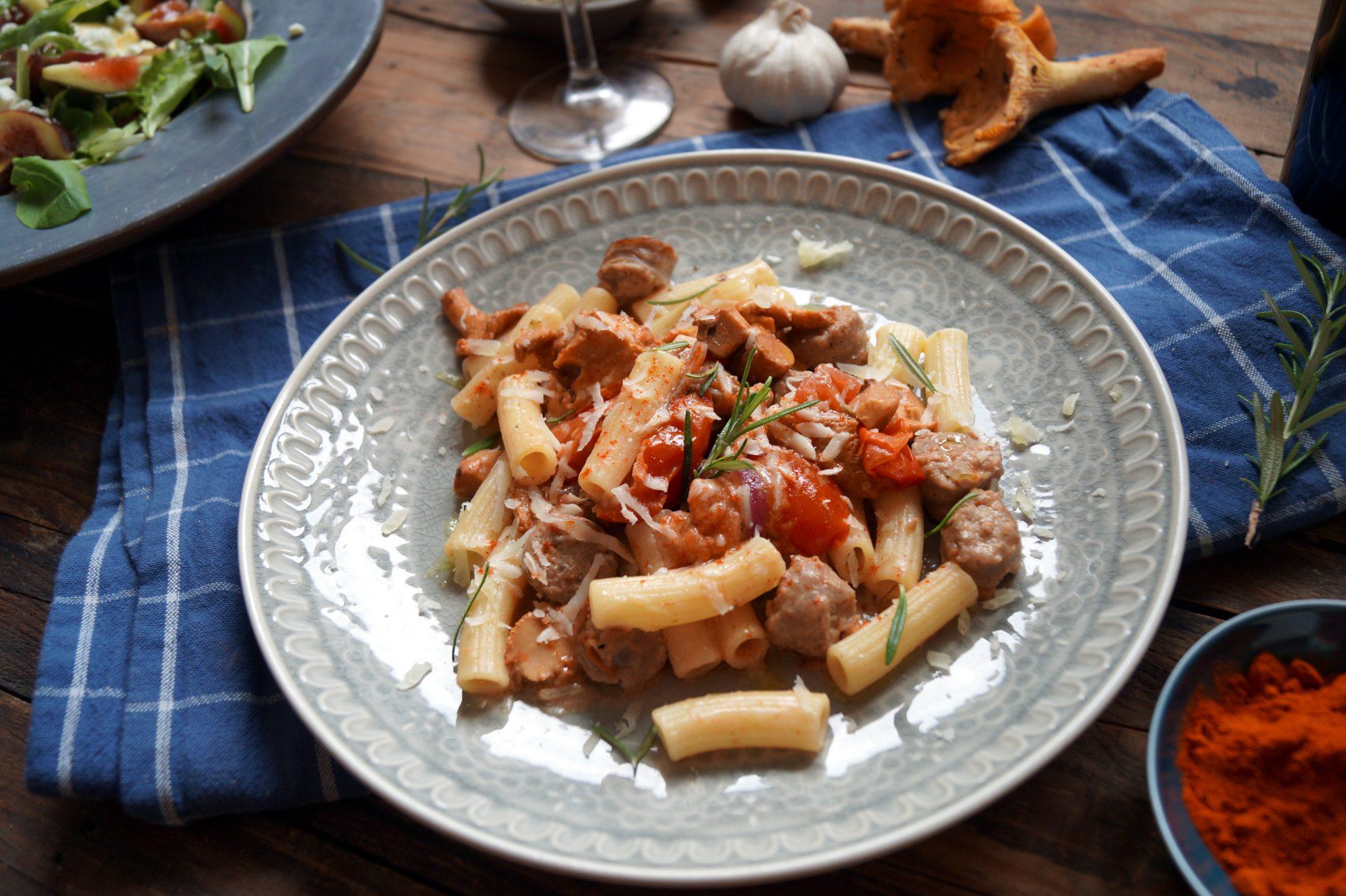 Rigatoni mit Salsiccia und Pfifferlinge in Tomaten-Rahm