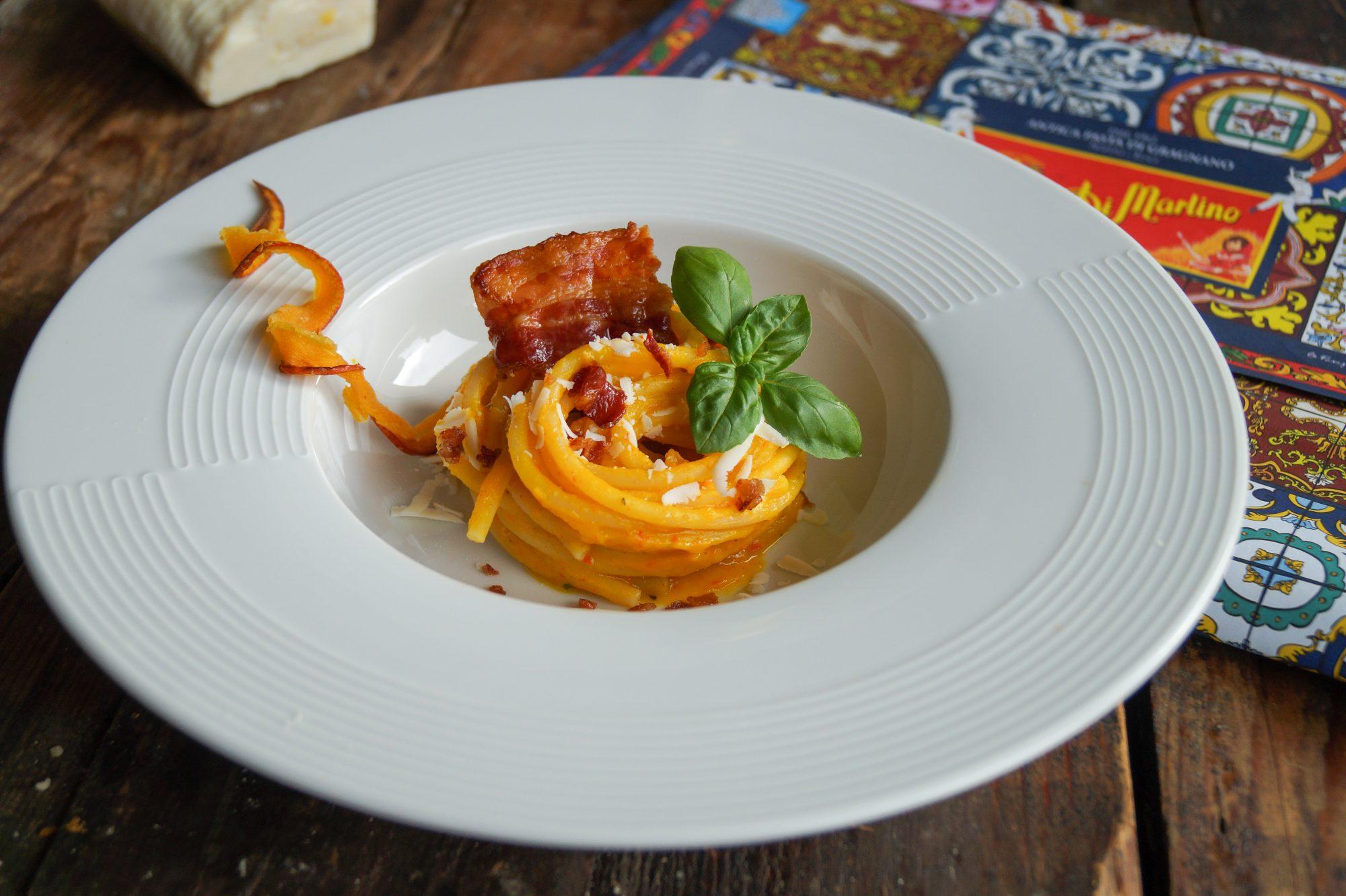 Vermicelloni in Kürbiscreme mit knusprigem Speck und Ricotta Salata