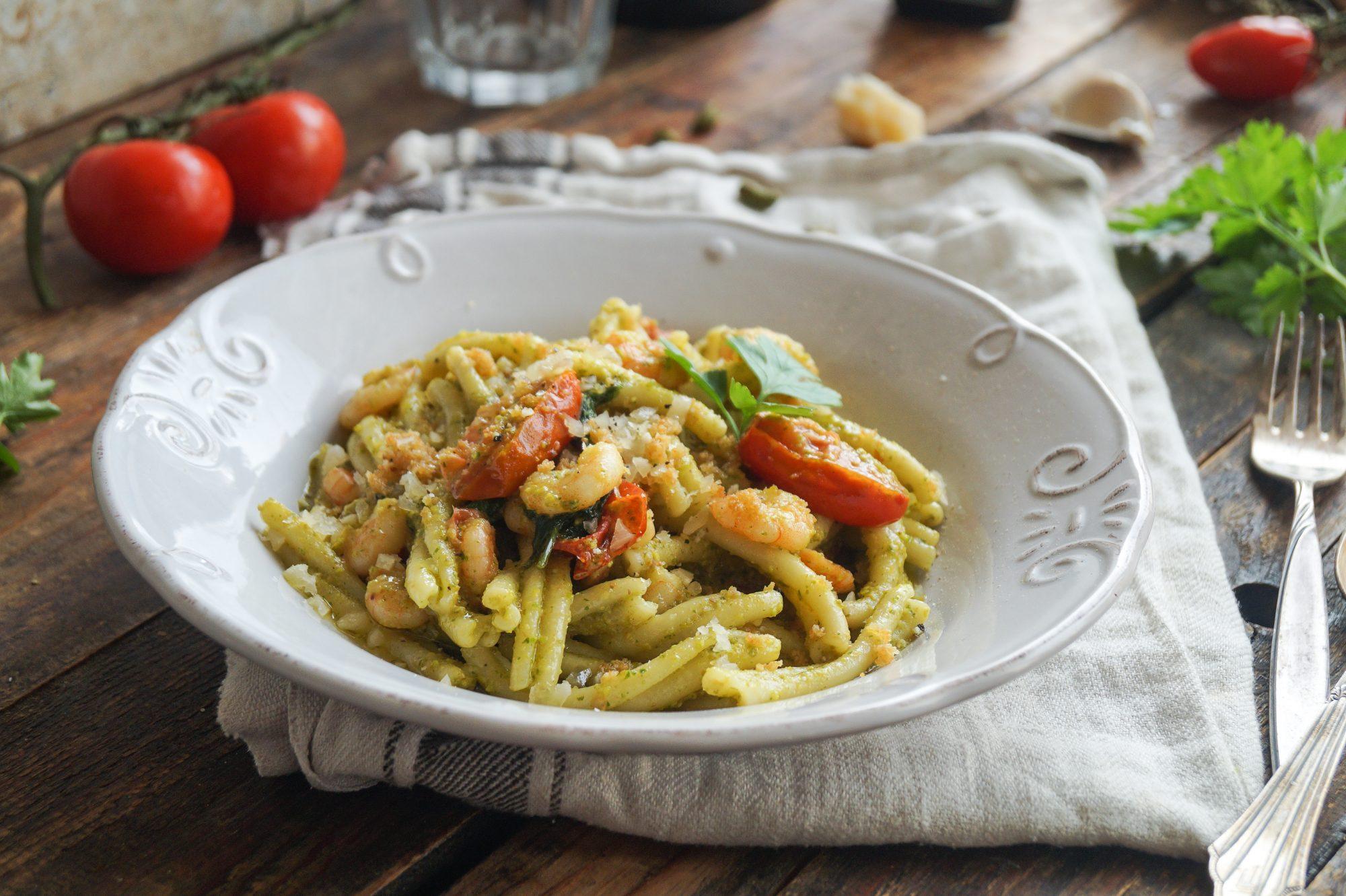 Casarecce con Pesto di Pistacchi e Gamberetti