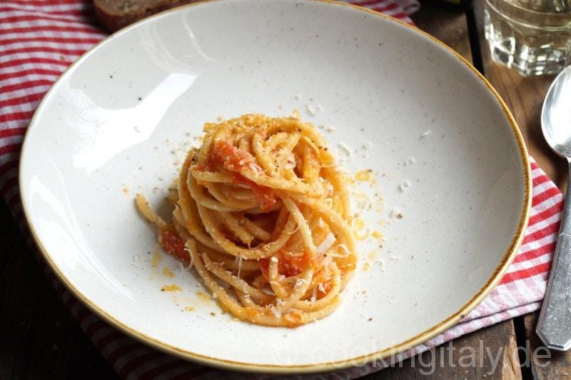Pici aglione alla mollica