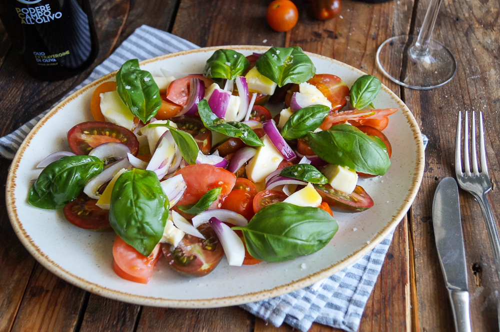 Rustikaler Tomaten-Mozzarella-Salat