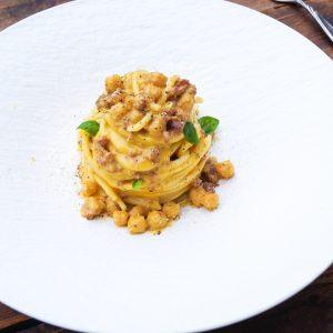 Carbonara mit Salsiccia und Kichererbsen nach Domenico Gentile