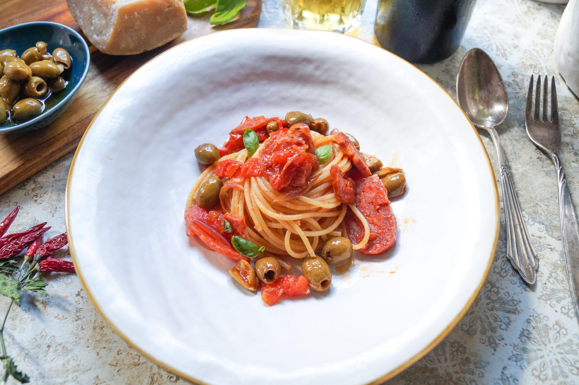 Spaghetti con schiacciatina e olive